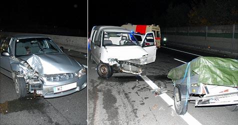 Ein Verletzter bei Crash von Kleinbus und Pkw auf der A2 (Bild: Einsatzdoku.at)