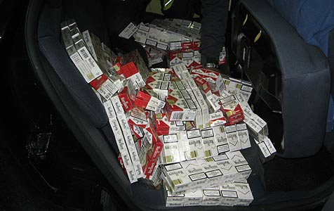 54.000 Zigaretten in Auto von falschem Polizisten entdeckt (Bild: Steuer- und Zollkoordination Region S�d)