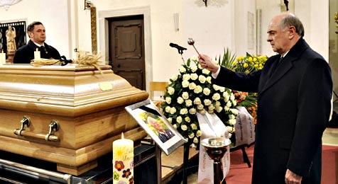 Alt-LH Maurer unter großer Anteilnahme beigesetzt (Bild: APA/NLK/Johann Pfeiffer/NLK/Johann Pfeiffer)