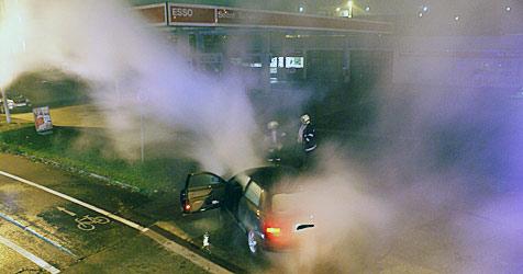 Auto ger�t bei Kapfenberger Tankstelle in Brand (Bild: Filmteam-austria.at/Roland Theny)