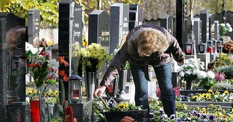 """Abschied nehmen - """"Dem Trauern eine Chance geben"""" (Bild: APA/HELMUT FOHRINGER)"""