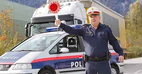 Betrunkener Lkw-Lenker fährt Polizei auf der A10 davon (Bild: Markus Tschepp)