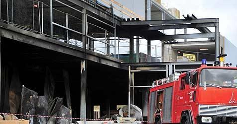 Großbrand in Bad Leonfelden verwüstet Baustelle (Bild: Foto Kerschi)
