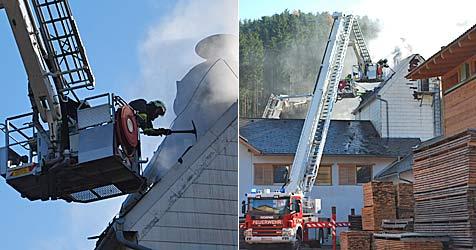 Schweißtreibender Einsatz in Sägewerk in Bromberg (Bild: EINSATZDOKU.at)