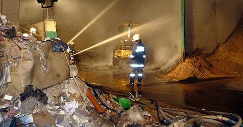 Autofahrer bemerkt Brand und schlägt sofort Alarm (Bild: Feuerwehr Henndorf)
