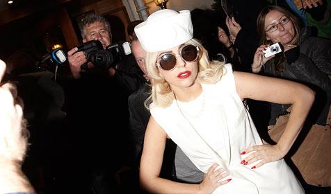 Vorm Gig schwitzte Gaga angeblich beim Bikram-Yoga (Bild: APA/ALEXANDER TUMA)