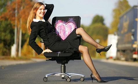 Brauchen Frauen andere Stühle als Männer? (Bild: sitwell.de)