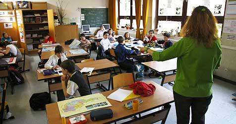 Protest gegen Gymnasium-Ausbau in Neulengbach (Bild: APA/Harald Schneider)