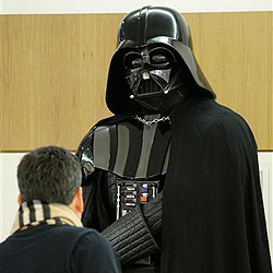 """Original """"Darth-Vader""""-Kostüm findet keinen Käufer (Bild: AP)"""