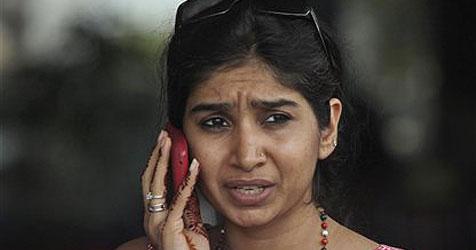 Indien verbietet Massen-SMS wegen Gerüchten (Bild: AP)