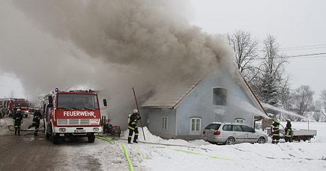 Einfamilienhaus in Irnharting brannte völlig aus (Bild: Matthias Lauber)