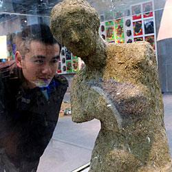 Schweizer zahlt für Venus aus Panda-Kot 34.000 Euro (Bild: AFP)