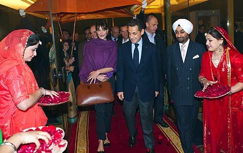 Sarkozy zeigt Carla bei Indien-Visite das Taj Mahal