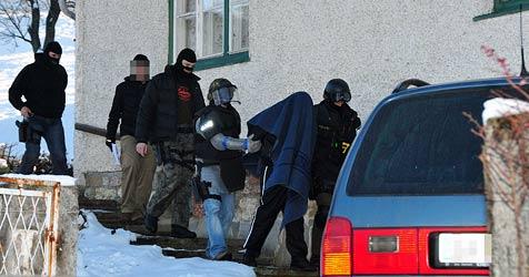 Tobender bedroht Polizisten -  in Haus verschanzt (Bild: www.fotoplutsch.at)