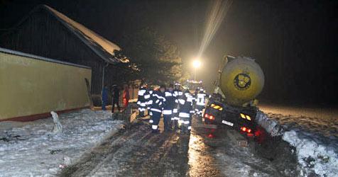 Lkw stürzt in Lichtenwörth beinahe um (Bild: Einsatzdoku.at)