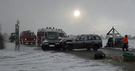 Zwei schwer Verletzte bei Crash in Königsbrunn (Bild: Peter Hilscher/FF Bierbaum am Kleebühel)