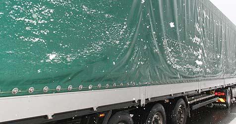 Tiertransporter in Pkw gekracht - ein Schwerverletzter (Bild: Klaus Kreuzer)