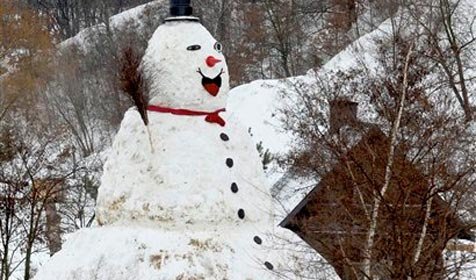 Polen bauen aus Langeweile Rekord-Schneemann