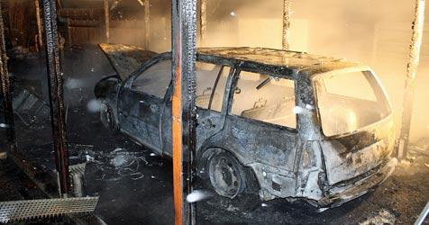 Carport geht im Mostviertel in Flammen auf (Bild: Lukas Hürner, BFKDO Scheibbs)