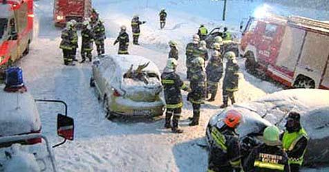 Zehn Unfälle pro Stunde wegen Schnee-Chaos (Bild: FF Gaflenz)
