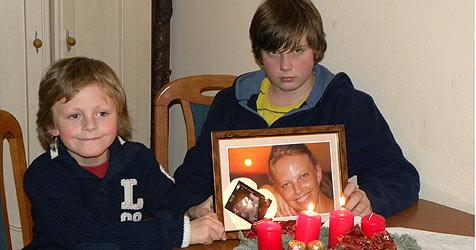 Julian und Kevin haben gerade ihre Mutter verloren (Bild: Vitzthum)