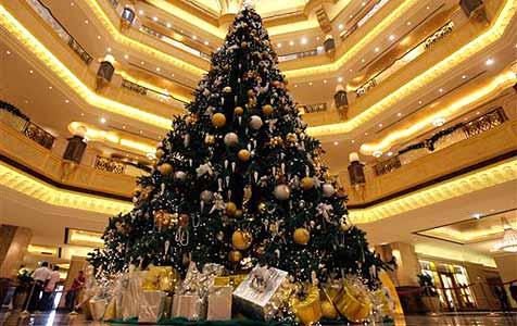 Teuerster Weihnachtsbaum steht in Abu Dhabi
