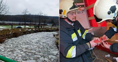 Feuerwehr sprengt Eisstau auf der Schwechat (Bild: Pressestelle BFKDO Baden)