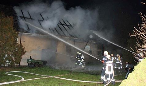 Schuppen brennt am Heiligen Abend völlig aus (Bild: Einsatzdoku.at)