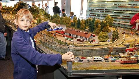 Modelleisenbahn in der Gaisbergstraße sorgt für Freude (Bild: Markus Tschepp)