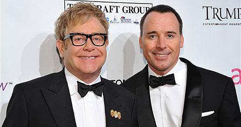 Sir Elton John ist erstmals Vater - dank Leihmutter
