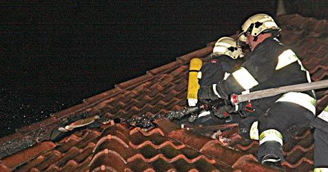 Feuerwerkskörper schlägt in Villa in Klosterneuburg ein (Bild: Landesfeuerwehrkommandon NÖ)