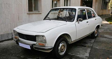 Ahmadinejads alter Peugeot 504 wird versteigert (Bild: EPA)