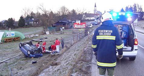 Zahlreiche Unfälle auf eisglatten Straßen (Bild: FF Ohlsdorf)
