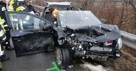 Mutter und Baby in schweren Crash verwickelt (Bild: Thomas Lenger)