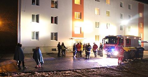 Wohnungsbrand in Wels - drei Menschen verletzt (Bild: Matthias Lauber)