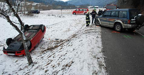 Geländewagen kracht in Pkw - Lenkerin verletzt (Bild: Einsatzdoku.at)