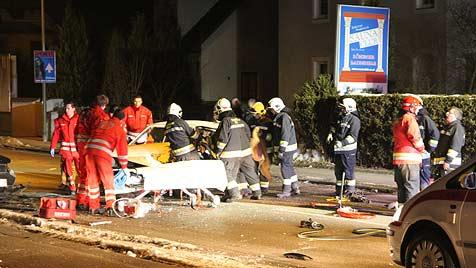 Autos krachen zusammen - beide Lenker verletzt (Bild: Matthias Lauber)