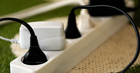 Forscher nehmen Elektrosmog-Folgen unter die Lupe (Bild: APA/ROLAND SCHLAGER)