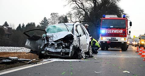 Mann rast in Gegenverkehr - jede Hilfe zu spät (Bild: APA/Werner Kerschbaummayr)