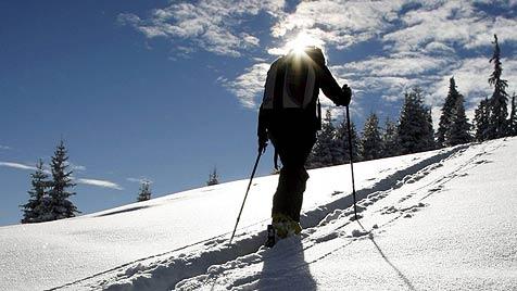 Tourengeher stirbt nach 150-Meter-Absturz im Pinzgau (Bild: EPA)