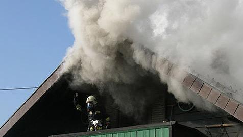 Feuerwehrmann bei Löscharbeiten verletzt (Bild: FF Schärding)