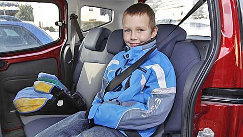 Weil verletzter Sohn nicht im Kindersitz saß: 220 Euro Strafe (Bild: Markus Tschepp)