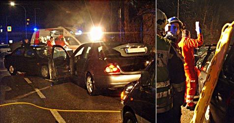 Zwei Pkws in Weidling frontal ineinandergekracht (Bild: Freiwillige Feuerwehr Weidling)