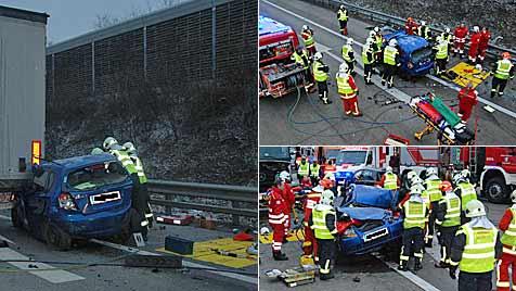 Pkws und Lkws in schweren Unfall auf A2 verwickelt (Bild: Herbert Wimmer/BFK Mödling)