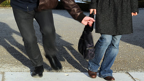 Zwei Mädchen stellen in Linz Handtaschen-Dieb (Bild: APA/BARBARA GINDL)
