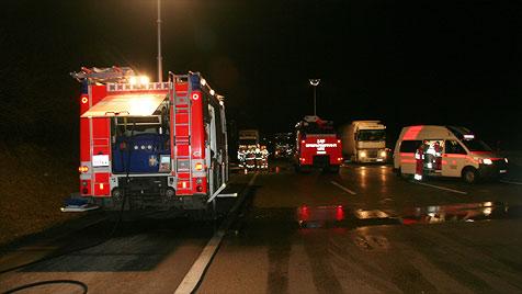Zwei Tote und vier Verletzte bei Crash auf der A1 in Linz (Bild: BFW Linz)