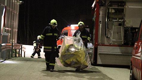 Chemieunfall in Unterach - zwei Mitarbeiter im Spital (Bild: Matthias Lauber)