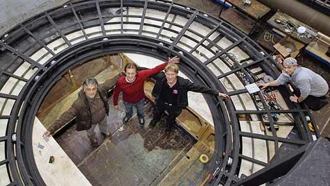Festspiele-Team baute begehbares Riesen-Fernrohr (Bild: MARKUS TSCHEPP)
