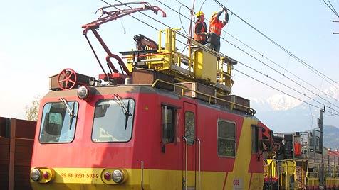Lkw kappt Leitung und legt Zugverkehr vier Stunden lahm (Bild: ÖBB)