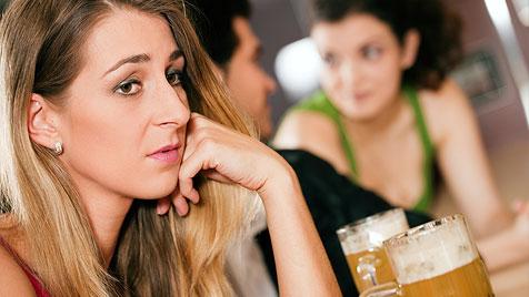 Krank vor Eifersucht - das kannst du tun (Bild: © 2011 Photos.com, a division of Getty Images)
